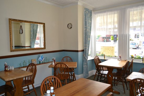 The Beaches Bed and Breakfast: The dining room