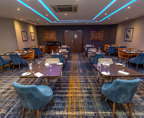 Cube Restaurant at the Crowne Plaza London-Gatwick Airport