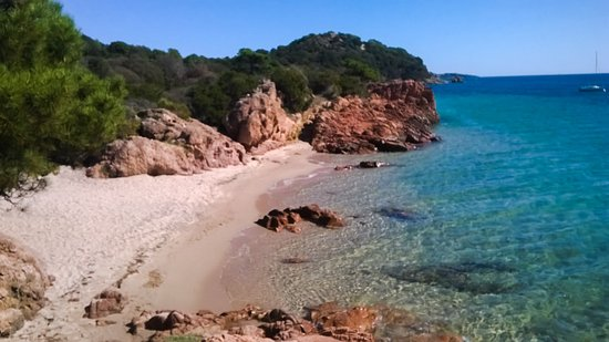 Benedettu Beach in Lecci - South Corsica - France - Plages.tv
