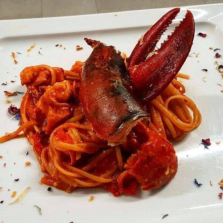 Basiglio, อิตาลี: Linguine con astice.