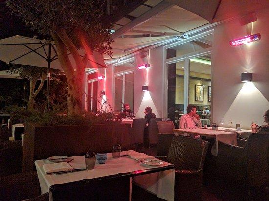restaurante bistro4 terras met avond verlichting en verwarming
