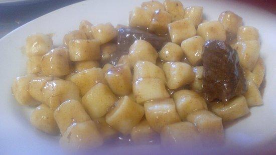 Romans d'Isonzo, Италия: gnocchi fatti in casa con goulash