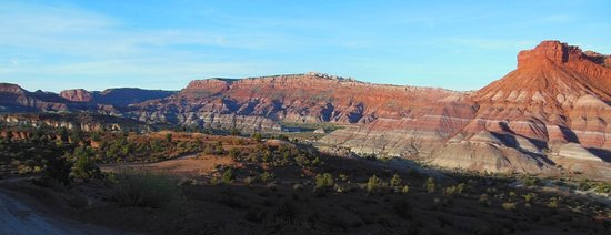 Paria River Canyon: part of valley looking W