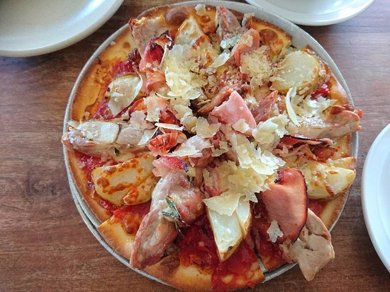 Goodlife Organic Modern Pizza : Chicken pizza with generous toppings