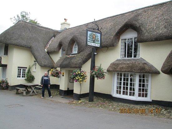 Winsford, UK: pretty thatch pub