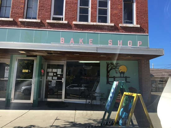 Bath, estado de Nueva York: Bake Shop has parking on the street right out front.