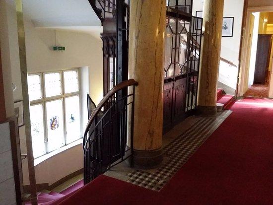 Hotel Furstenhof: Холл 2 этажа