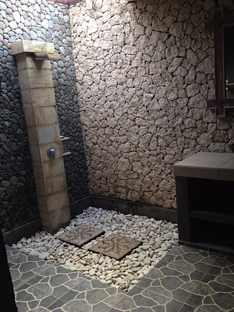 Sudi Guest House: Shower under the stars? Voila!
