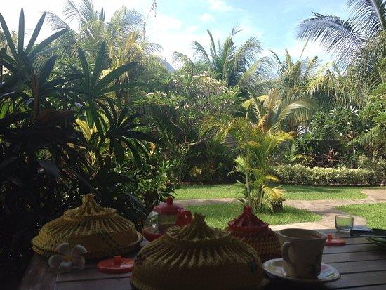Sudi Guest House: Breakfast outside