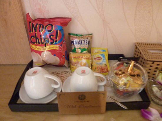 Hanoi Guest House: Free snacks!