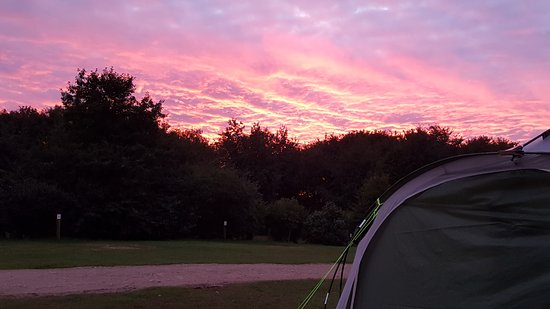 Alsop en le Dale, UK: Great sunsets from the tent