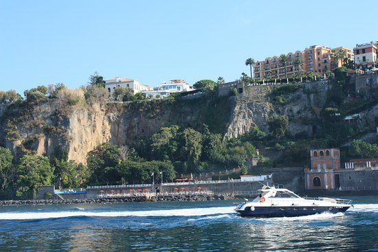 Europa Palace Grand Hotel: view from harbour to hotel