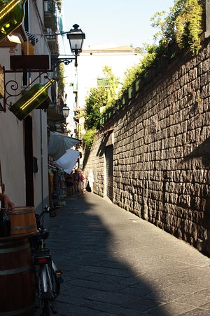 Europa Palace Grand Hotel: back street in Sorrento