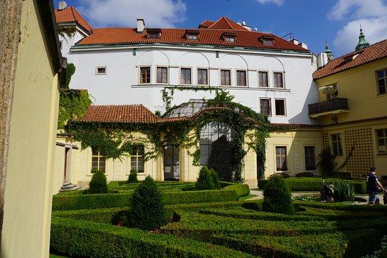 Aria Hotel: jardines del hotel