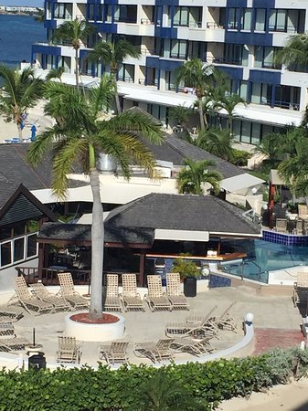 Royal Palm Beach Resort: View from our room of the pool & bar