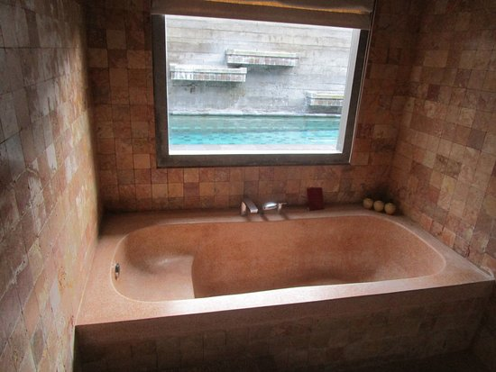 Badewanne Mit Aussicht Auf Den Pool Picture Of Bracha Villas Bali Seminyak Tripadvisor