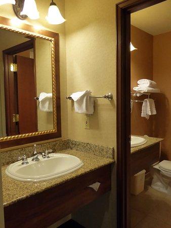Olympic Lodge: salle de bain de la king view room
