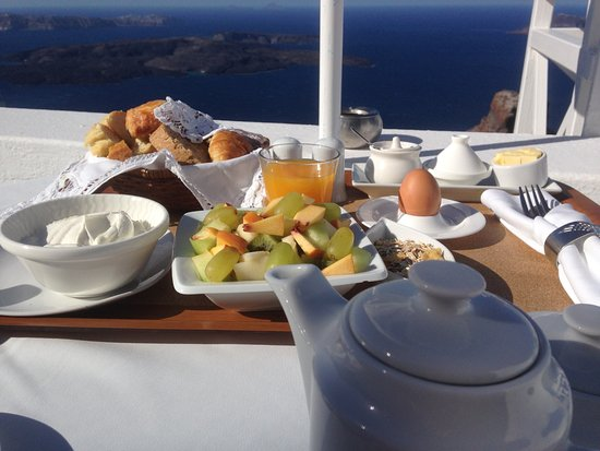Artemis Villas: Breakfast on the balcony