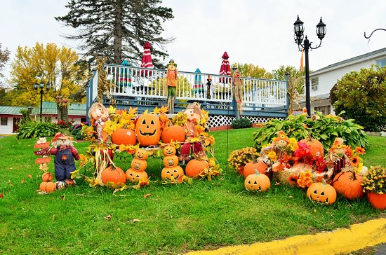 Williamstown, MA: Fall Decoration