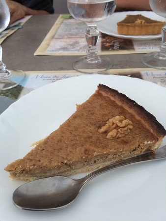 Pont en Royans, França: local walnut tart