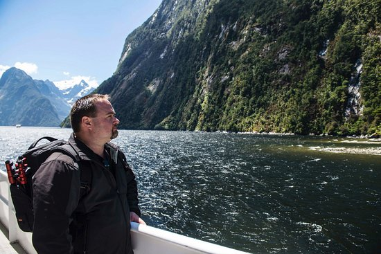 Queenstown, Nova Zelândia: In Milford Sound on the boat ride, amazing!