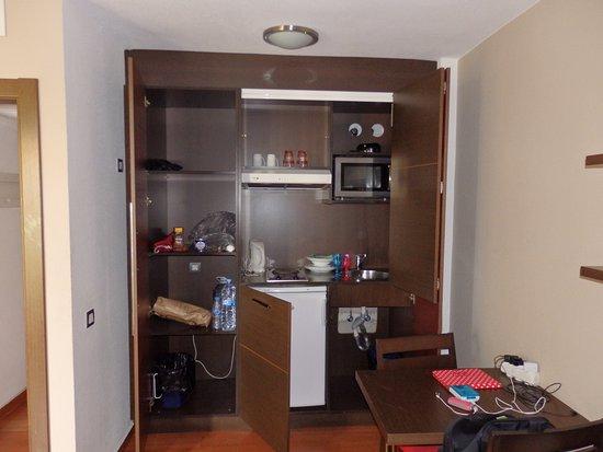 Kast Voor Magnetron : De keuken zit in de kast foto van hotel the corralejo beach
