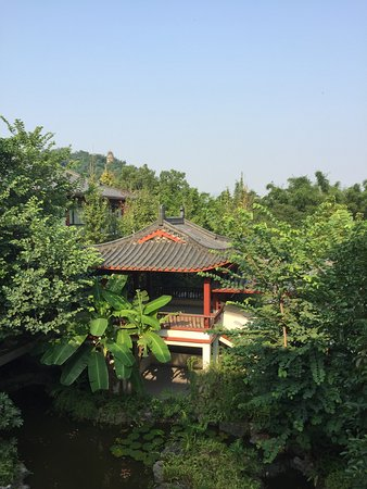 Gulin Zizhou Panorama Resort: A recent holiday, perfect tranquility within a hectic city.