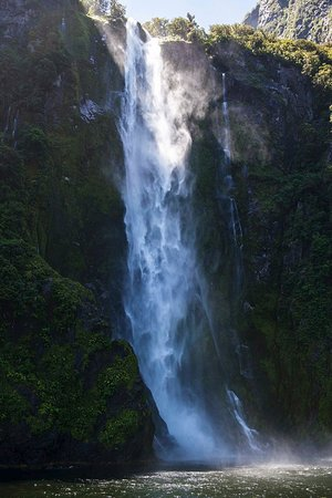 Queenstown, New Zealand: So many nice waterfalls in Milford Sound, New Zealand