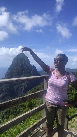 Soufriere Quarter, St. Lucia: Touch the peak of the Pitons. At least in a photo!
