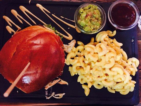 dulf s burger mac n cheese guacamole barbecue sauce bacon
