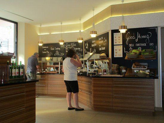 Boutique Hotel Stadthalle: Breakfast Bar