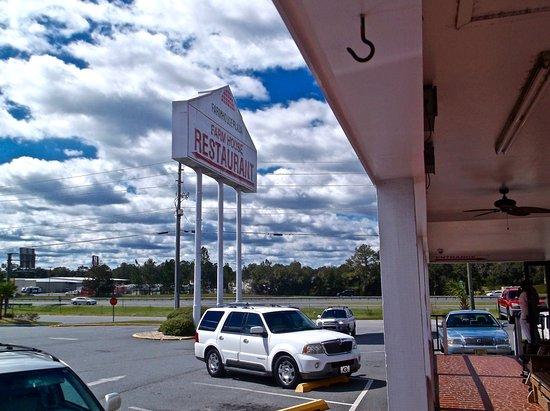 Lake Park, GA: Sign