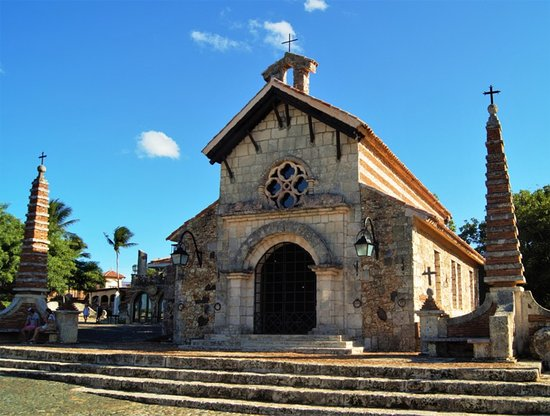 Altos de Chavon Village: церковь