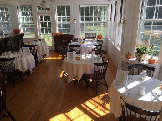Norfolk, CT: Our breakfast room at the beginning of this fall season