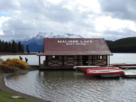 Curly Philips Boathouse: Iconic boathouse on Maligne Lake