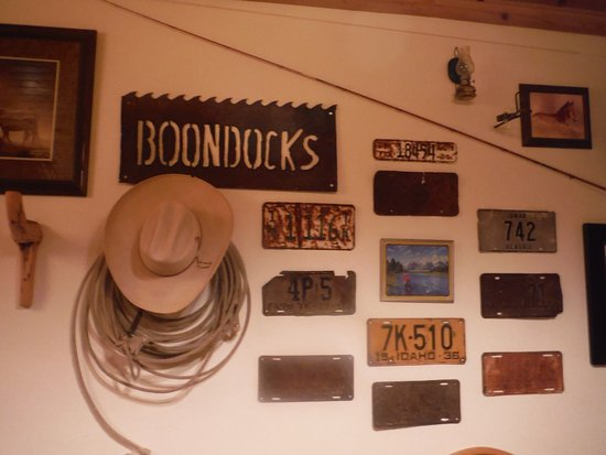 Boondocks Restaurant: Inside of restaurant