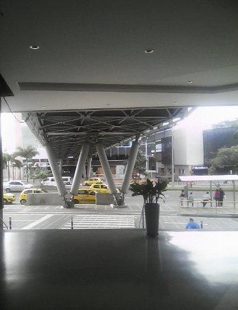 Mayorca Mega Plaza: esterior servicio de taxis