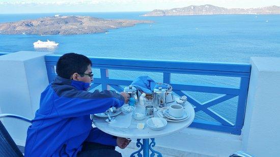 Scirocco Apartments: breakfast in the balcony