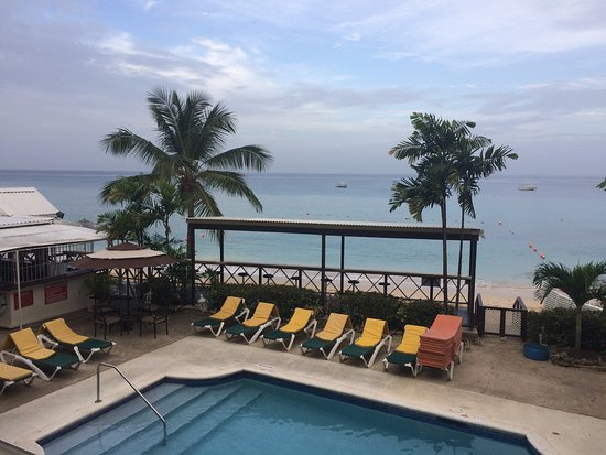 Tropical Sunset Beach Apartment Hotel: view during the day