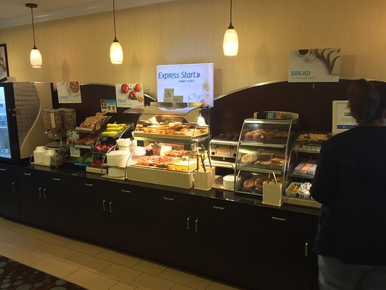Lebanon, Пенсильвания: Excellent complimentary breakfast buffet