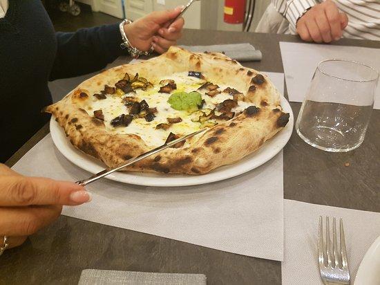 Casapulla, Ιταλία: 20161008_220322_large.jpg