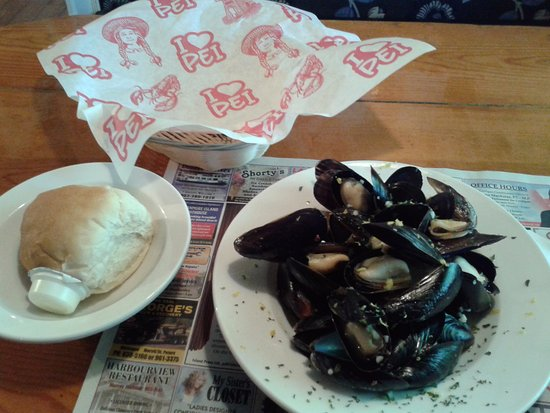 Harbourview Restaurant: Mussels with homemade roll