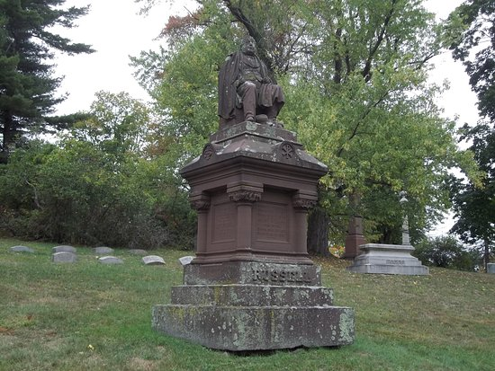 Cedar Hill Cemetery: Nice Sculpture