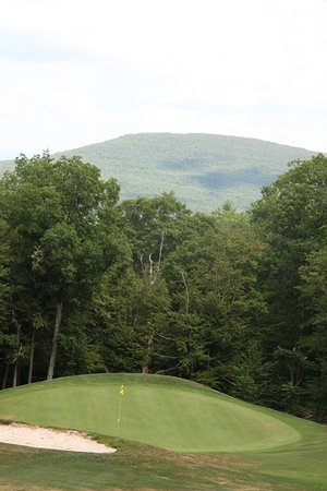 Blackhead Mountain Lodge and Country Club: Beauty completely surrounds the course and Lodge.