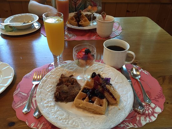 Inn at Bay Ledge: One of Jeani's delicious breakfasts
