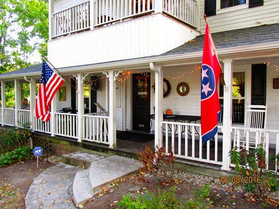 Powell, TN: Front porch
