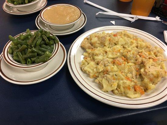 Quarryville, PA: Chicken pot pie, green beans and applesauce