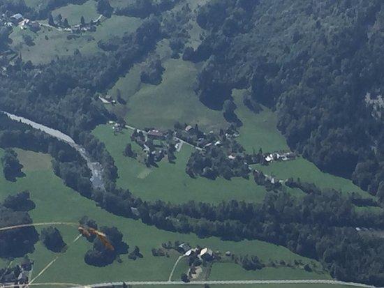 Chatillon-sur-Cluses, Francia: UUne vue aérienne de Hamacopic sol, vu du haut du Pico Marcelly