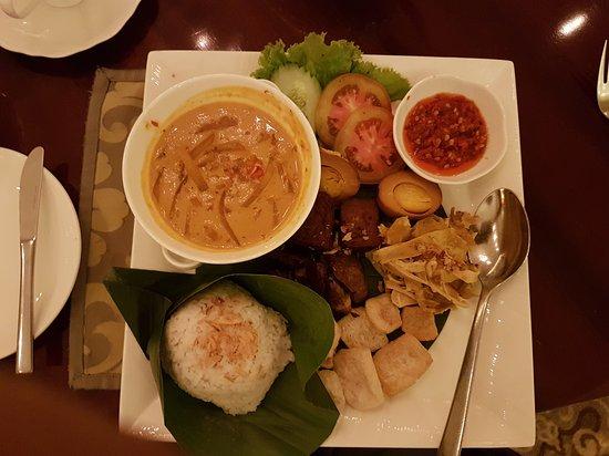 The Cafe At Hotel Mulia Picture Of The Cafe Jakarta Tripadvisor