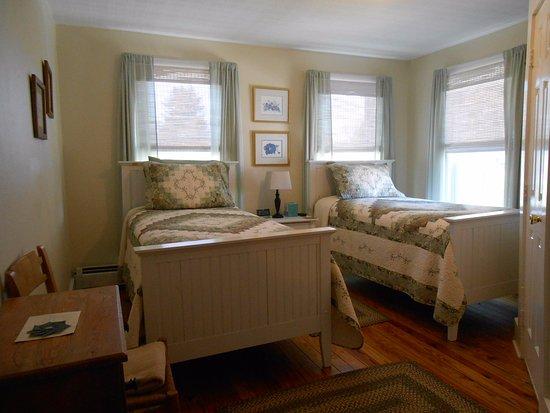Naples, เมน: Room w/ 2 twin beds